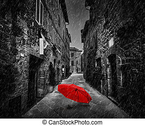 ομπρέλα , επάνω , σκοτάδι , δρόμοs , μέσα , ένα , γριά , ιταλίδα , πόλη , μέσα , tuscany , italy., raining.