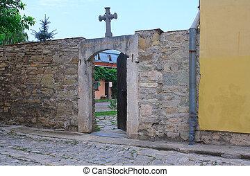 ο , πόρτα , μέσα , γριά , καθολικός , εκκλησία , μέσα ,...