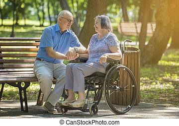πάρκο , αναπηρική καρέκλα , γυναίκα , έξω , άντραs , αρχαιότερος