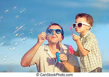 παίξιμο , πατέραs , υιόs , ημέρα , time., πάρκο