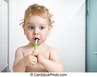 παιδί , ή , παιδί , ακουμπώ δόντια , μέσα , τουαλέτα