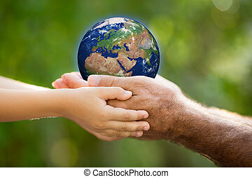 παιδί , και , άντραs , κράτημα , γη , μέσα , ανάμιξη