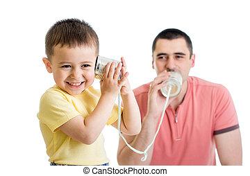 παιδί , και , μπαμπάς , έχει , ένα , τηλεφωνική κλήση , με , γανώνω cans