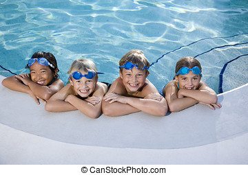 παιδιά , χαμογελαστά , σε , άκρη , από , πισίνα