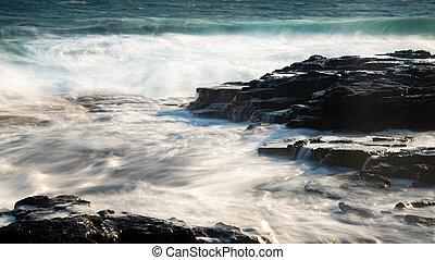 παραλία , ανεμίζω , θάλασσα , θυελλώδης , βραχώδης , ανεμώδης , αναβλύζω