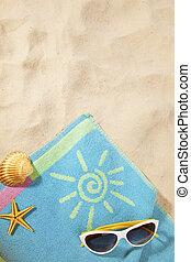 παραλία , γενική ιδέα , με , πετσέτα , και , γυαλλιά ηλίου