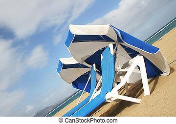 παραλία , ομπρέλες