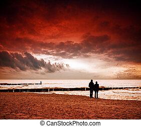 παραλία , σε , ηλιοβασίλεμα