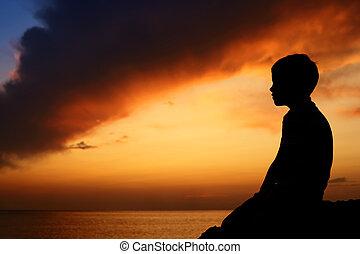 περίγραμμα , από , αγόρι , επάνω , θάλασσα , ηλιοβασίλεμα