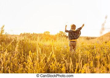 περίπατος , ελευθερία , χρόνος , αγγίζω , βοσκότοπος , χαρούμενος , παιδί