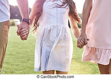 περίπατος , χλοώδης , οικογένεια , τρία , πεδίο , αμπάρι ανάμιξη , bonding., d