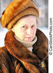 πορτραίτο , ανώτερος γυναίκα , πάρκο , χειμώναs