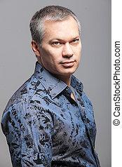 πορτραίτο , από , ωραία , άντραs , με , ανιαρός γούνα , μέσα , γαλάζιο πουκάμισο