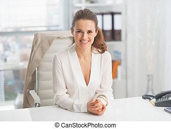 πορτραίτο , γυναίκα , μοντέρνος αρμοδιότητα , γραφείο