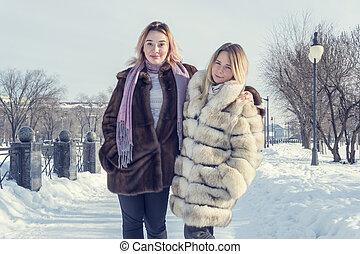 πορτραίτο , γυναίκεs , χειμώναs , δυο