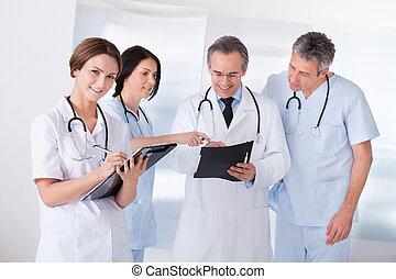 πορτραίτο , ευτυχισμένος , μαζί , εργαζόμενος , γιατροί