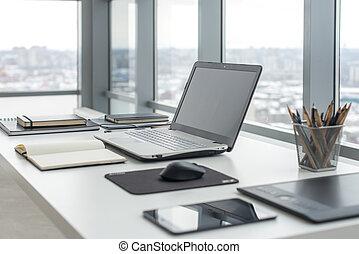 πόλη , γραφείο , windows , laptop , δουλειά , αναπαυτικός , σημειωματάριο , χώρος εργασίας , τραπέζι , αντίκρυσμα του θηράματοσ.