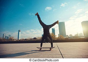 πόλη , skateboarder , skateboard , handstand , γυναίκα