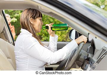 πόσιμο , αυτοκινητιστής , γυναίκα , οδήγηση