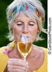 πόσιμο , γυναίκα , άσπρο , ώριμος , κρασί