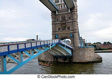 πύργος της γέφυρας