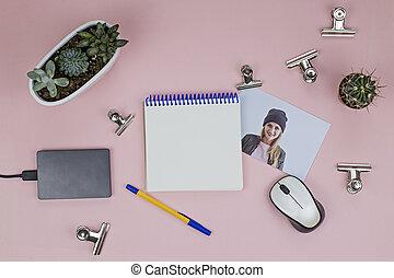 ροζ , ποντίκι , εύγευστος , clothespins , φωτογραφία , τηλέφωνο , σκληρά , μπλοκ , μέταλλο , women's , οδηγώ , εξωτερικός , φόντο , τραπέζι , ανοίγω , χώρος εργασίας