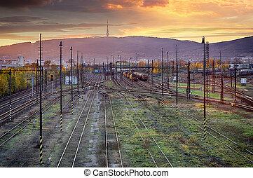 σιδηρόδρομος , bratislava., ακολουθία ανιχνεύω , ηλιοβασίλεμα