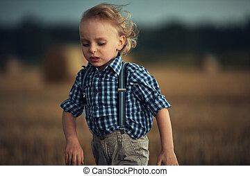 σιτάρι , ξανθή , μικρός , τρέξιμο , πεδίο , αγόρι , πορτραίτο , closeup