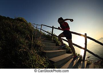 σκάλεs , τρέξιμο , νέος , πάνω , ατραπός , δρομέας , καταλληλότητα , γυναίκα , βουνό