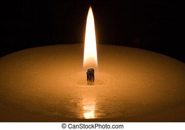 σκοτάδι , φως κεριών