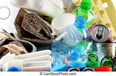 σκουπίδια , μέταλλο , recyclable , χαρτί , γυαλί , πλαστικός , αποτελούμαι