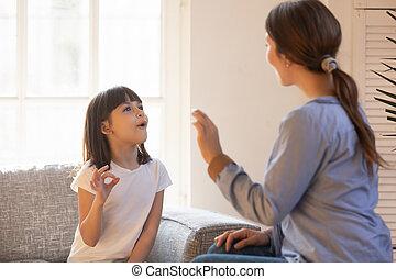 σπίτι , εξάσκηση , γλώσσα κωφαλαλών , μαμά , κόρη