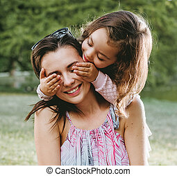 σπουδαίος , κόρη , πάρκο , μητέρα , αστείο , έχει