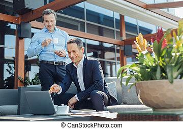 στίξη , θετικός , οθόνη , ευχαριστημένος , επιχειρηματίας , laptop