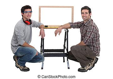 στούντιο , εργάζομαι ως ξυλουργός , αόρ. του shoot