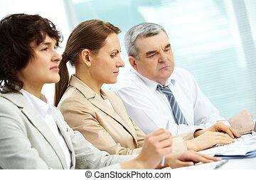 συγκεντρωμένος , businesspeople