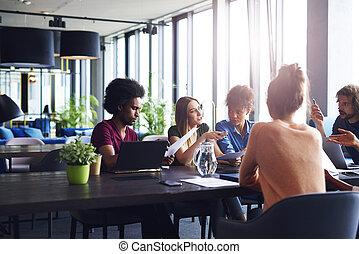 συνάντηση , brainstorming , αρμοδιότητα ακόλουθοι , νέος