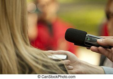 συνέντευξη , μέσα ενημέρωσης
