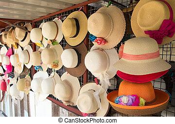 σύνολο , από , καπέλο , για , καλοκαίρι , ακρογιαλιά άδεια , κρεμώ , επάνω , ο , απαιτώ υπερβολικό νοίκι από