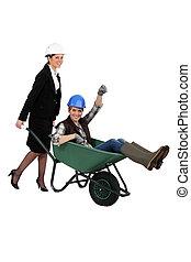 σύντροφος , γυναίκα , εργάτης , ανοίγω δρόμο σπρώχνοντας καροτσάκι