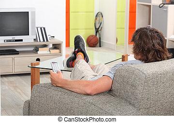 τεμπέλης , ανώριμος ενήλικος , στο σπίτι