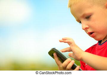 τηλέφωνο , outdoor., μικρός , τεχνολογία , αγόρι , generation., κινητός