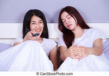 τηλεόραση , γυναίκα , αυτήν , αγρυπνία , κρεβάτι , κοιμάται , χρόνος , φίλοs