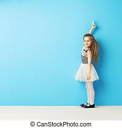 τοίχοs , χαριτωμένος , κορίτσι , κιμωλία , γράψιμο
