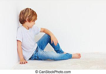 τοίχοs , χαριτωμένος , παιδί , αγόρι , κάθονται