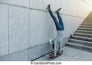 τοίχοs , skateboard , εναντίον , γυναίκα , skateboarder , handstand