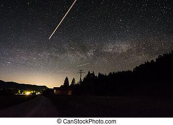 τοπίο , τη νύκτα , κάτω από , ένα , απαστράπτων αστεροειδής κλίμα