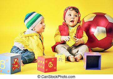 τούβλα , χαριτωμένος , παιχνίδι , παίξιμο , αδελφός ή αδελφή