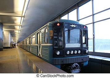 τρένο , υπόγεια διάβαση