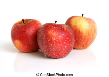 τρία , μήλο